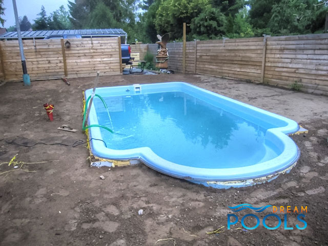 dreampools l 39 installation de piscine en fibre de verre. Black Bedroom Furniture Sets. Home Design Ideas