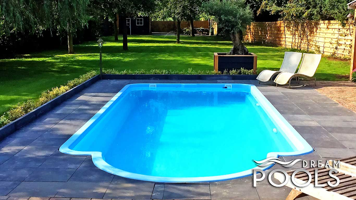 Piscine polyester piscine coque polyester rectangulaire for Coque piscine polyester